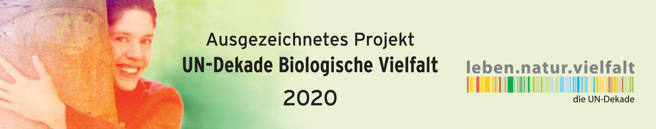 Auf dem Bild ist das Banner der Auszeichnung als Projekt innerhalb der UN-Dekade Biologische Vielfalt 2020 zu sehen